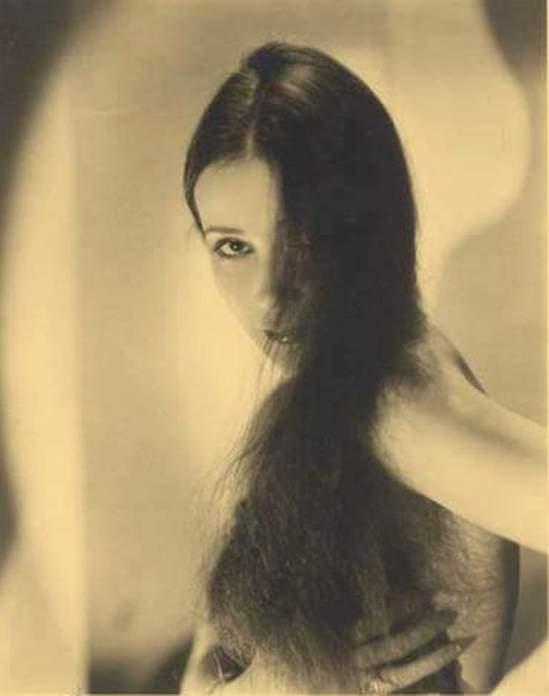 Portrait of the actress Dolores del Rio10. Via fanpix