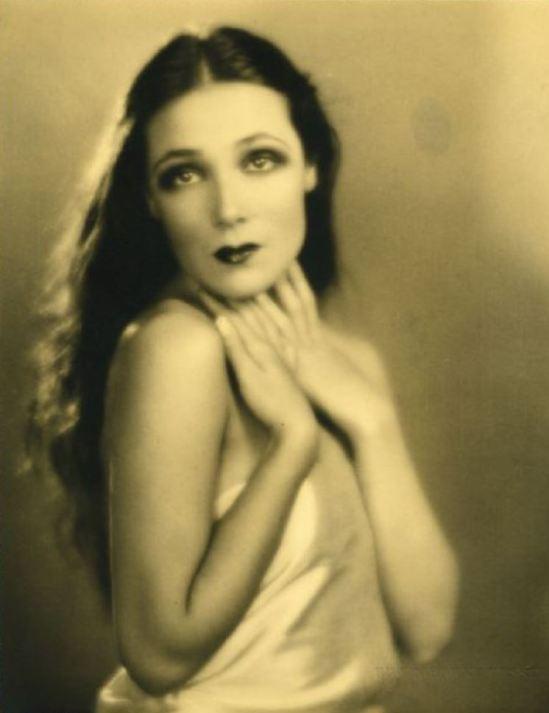 Portrait of the actress Dolores del Rio11. Via fanpix