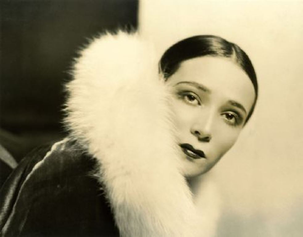 Portrait of the actress Dolores del Rio5. Via fanpix