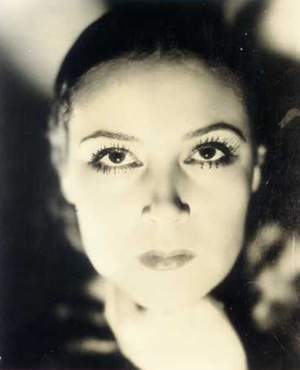 Portrait of the actress Dolores del Rio6. Via fanpix