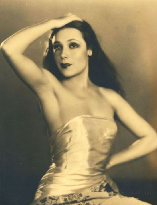 Portrait of the actress Dolores del Rio8. Via fanpix