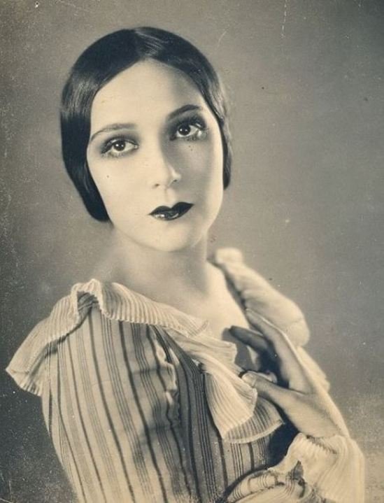 Portrait of the actress Dolores del Rio9. Via fanpix