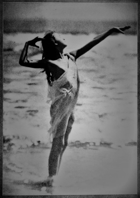 From the book Dancing with Helren Moller 1918. Impulse by the motion of the ocean's waves