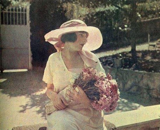 Jacques-Henri Lartigue. Bibi, Nice 1920. Autochrome ® Ministère de la Culture