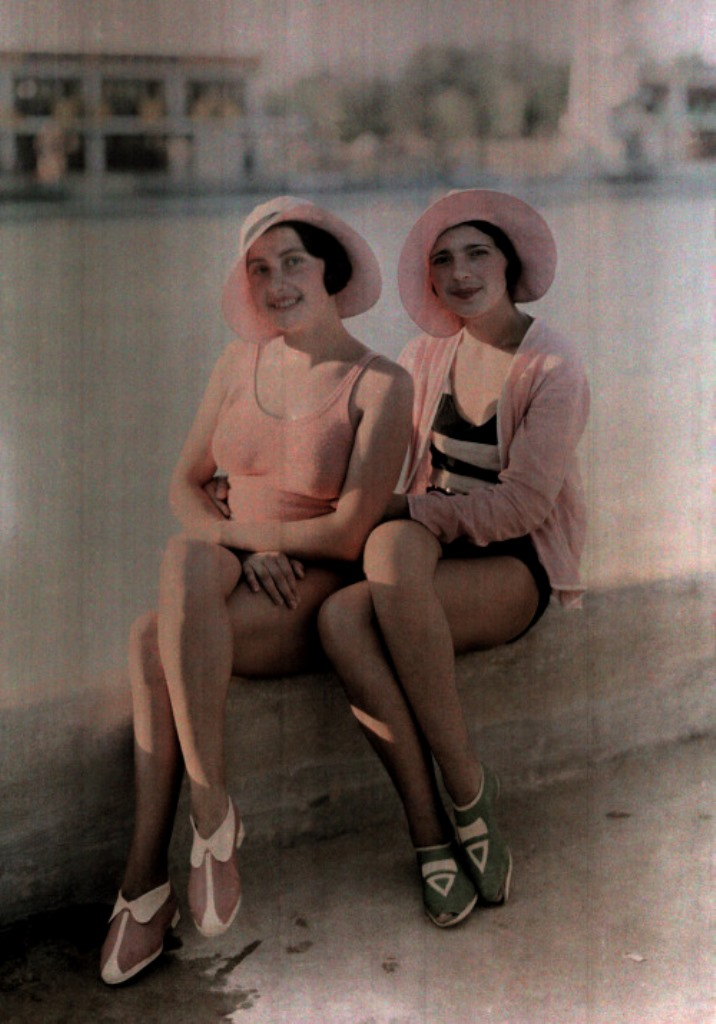 Wilhelm Tobien. Two women in bathing suits 1930. Autochrome ®National Geographic